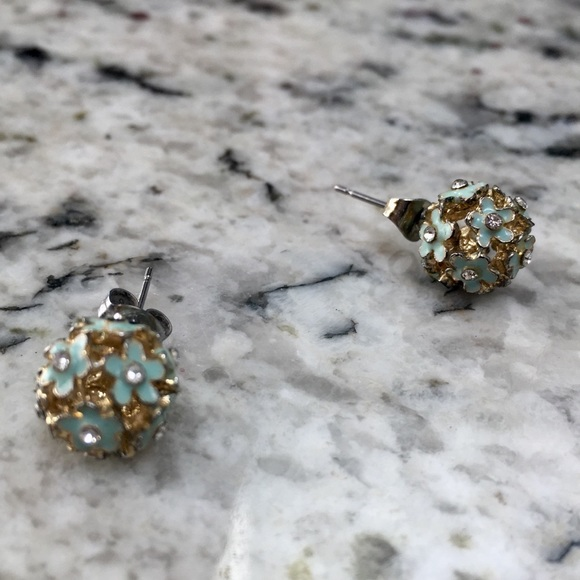 Jewelry - Blue flower stud earrings